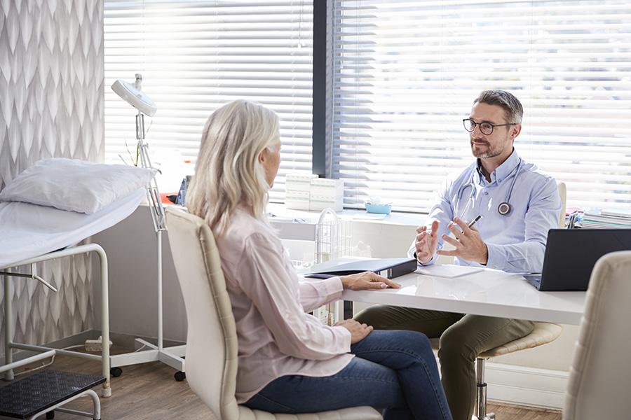 Pour quel types de personne peut-il être intéressant d'avoir une assurance maladie privée ?